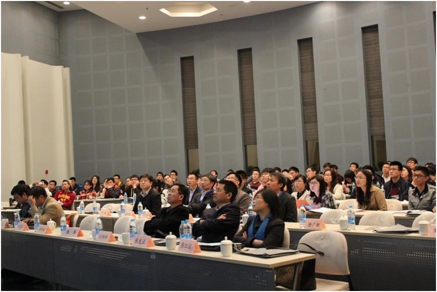 青岛科技大学的李志波教授作了关于可降解刺激响应高分子材料的令人